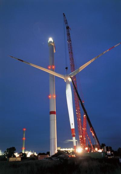 Wind turbines: 5m Rotor at night