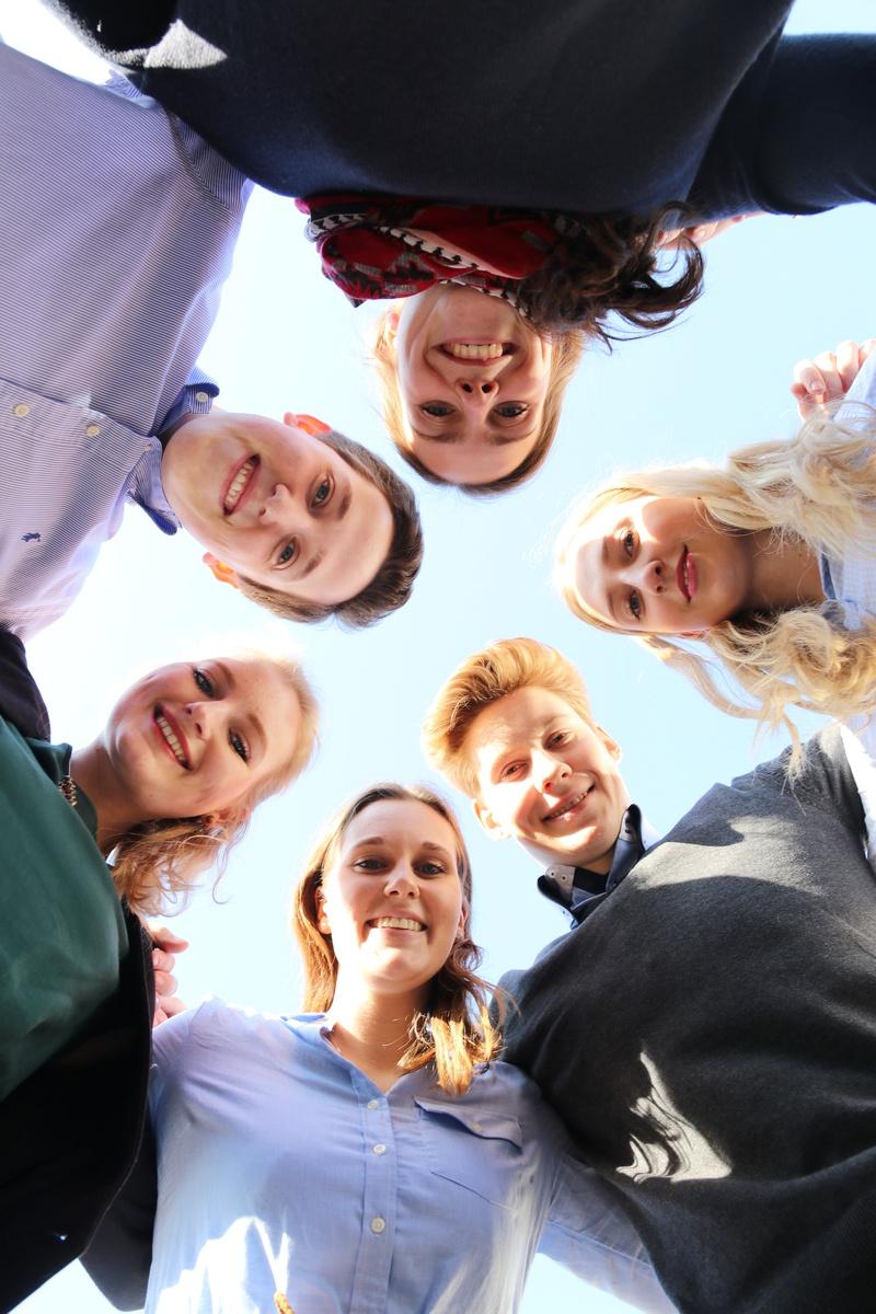 Gruppenfoto junge Leute