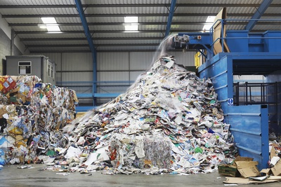 Separating- and crushing systems for recyclable materials