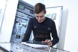 Minimax monteur during maintenance